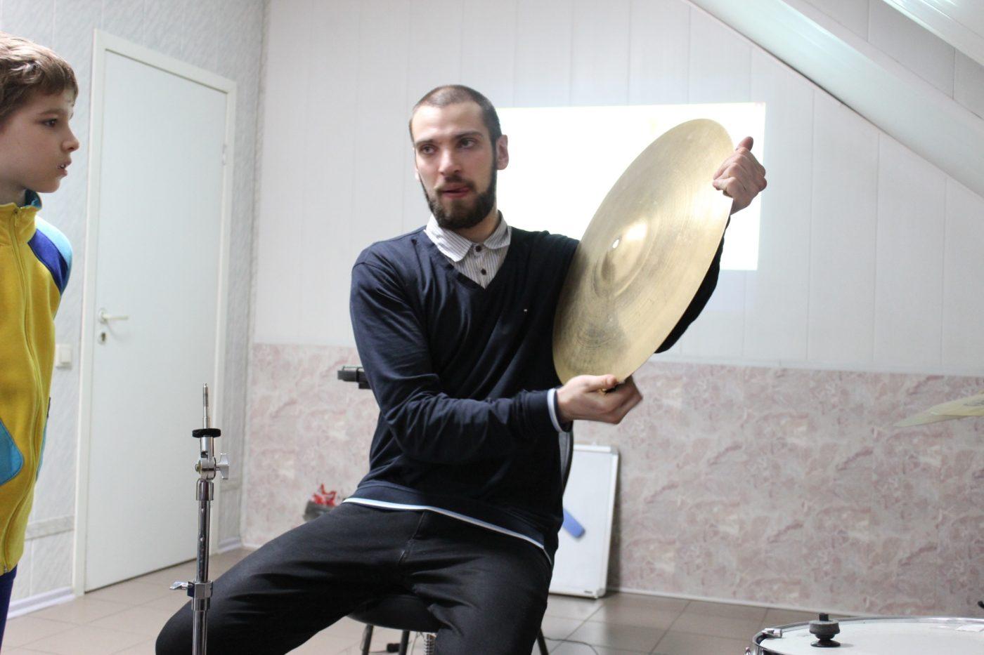 18 января в 18:00 состоялся мастер-класс по ударным на тему: «Настройка барабанов, особенности звукоизвлечения»